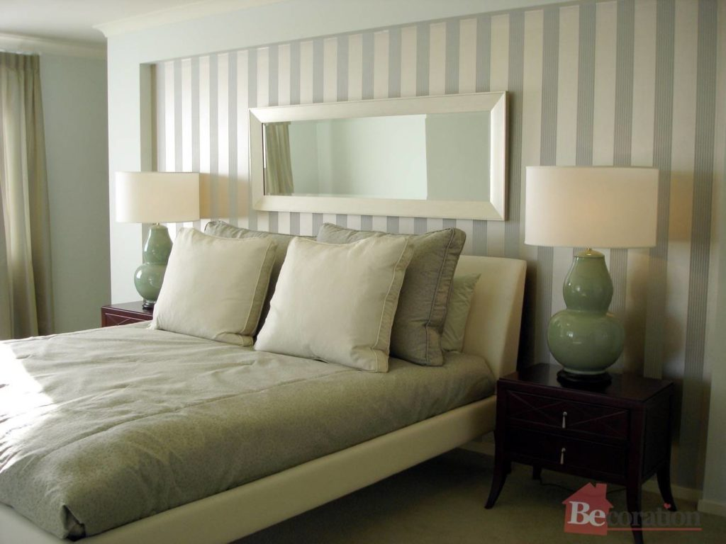 Modern bedroom luxurious greens with wallpaper