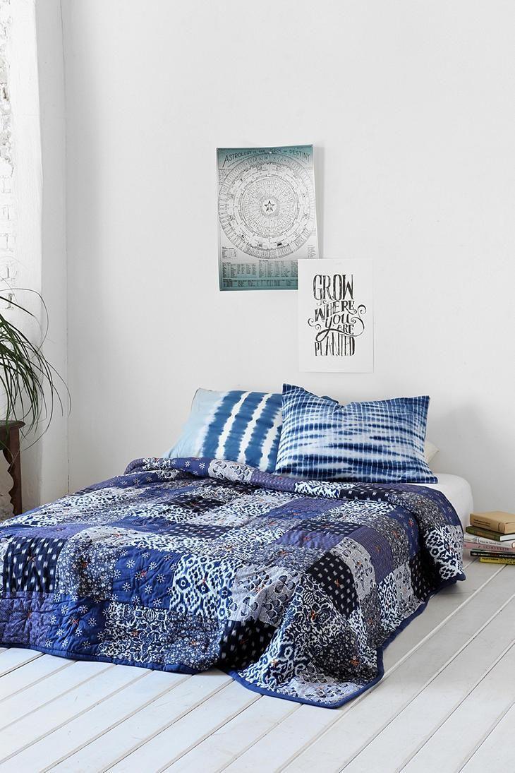 dark blue quilt