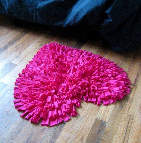 How To Make A DIY Bathroom Carpet With Old T-shirts