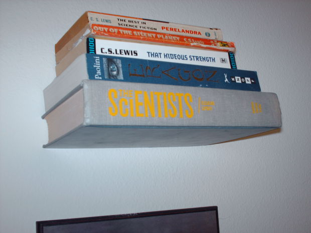 Invisible bookshelves made with books How to make an invisible bookshelf