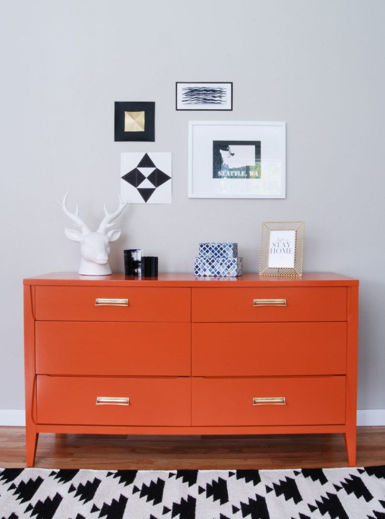restoring-furniture-with-colours