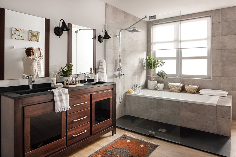 Contrast Of Colours In Your Romantic Bathroom Decoration