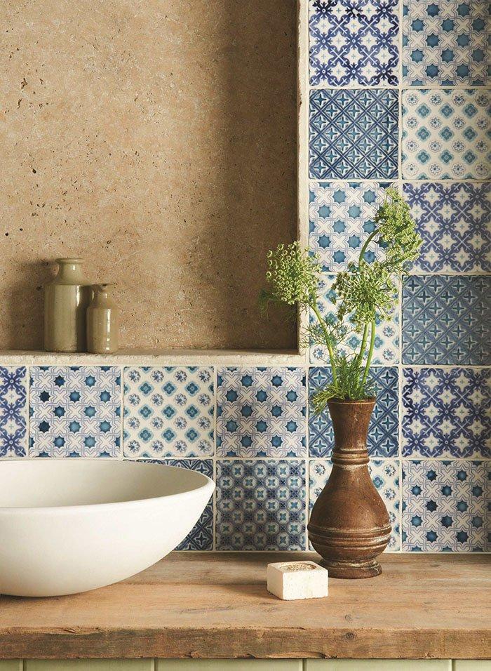 white-blue-tiles1