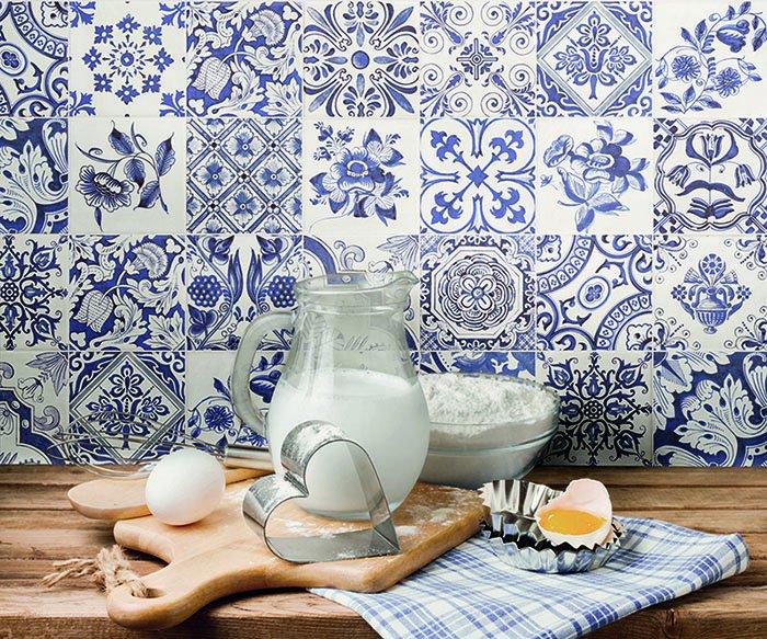 white-blue-tiles4