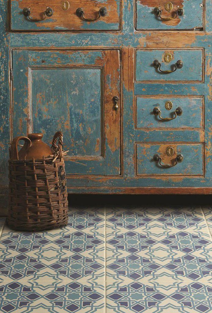 white-blue-tiles5