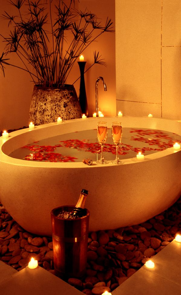 Romantic Bedroom At Night: Ideas For Preparing A Romantic Bath Decoration