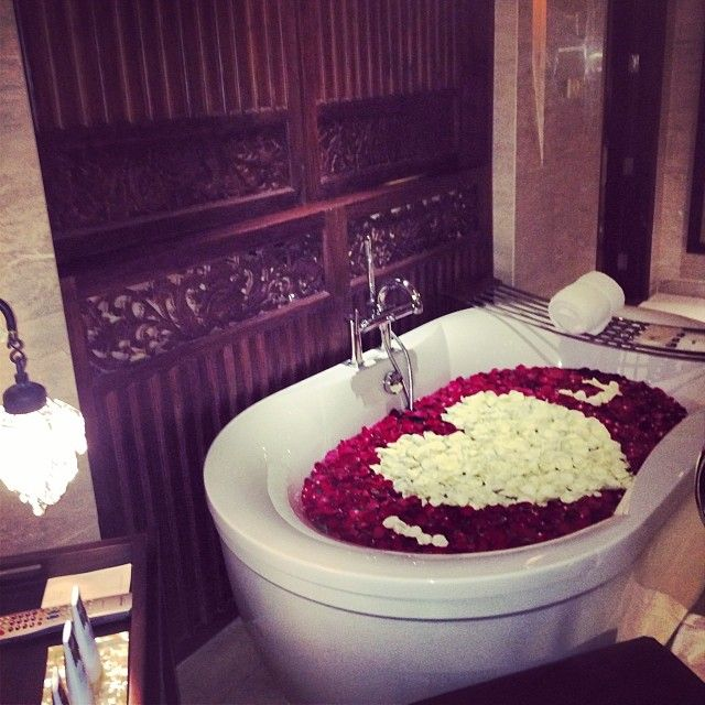 Ideas For Preparing A Romantic Bath Decoration