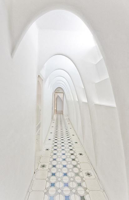 Gaudi_elements_corridor_casa_batllo