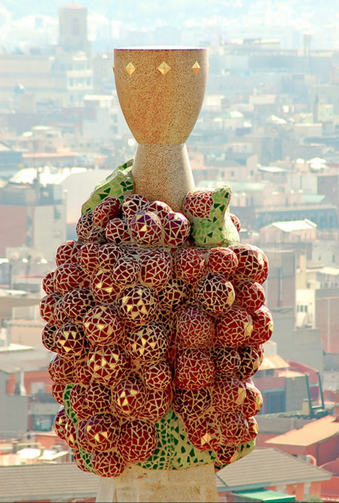 Gaudi_elements_eucharisty_symbol