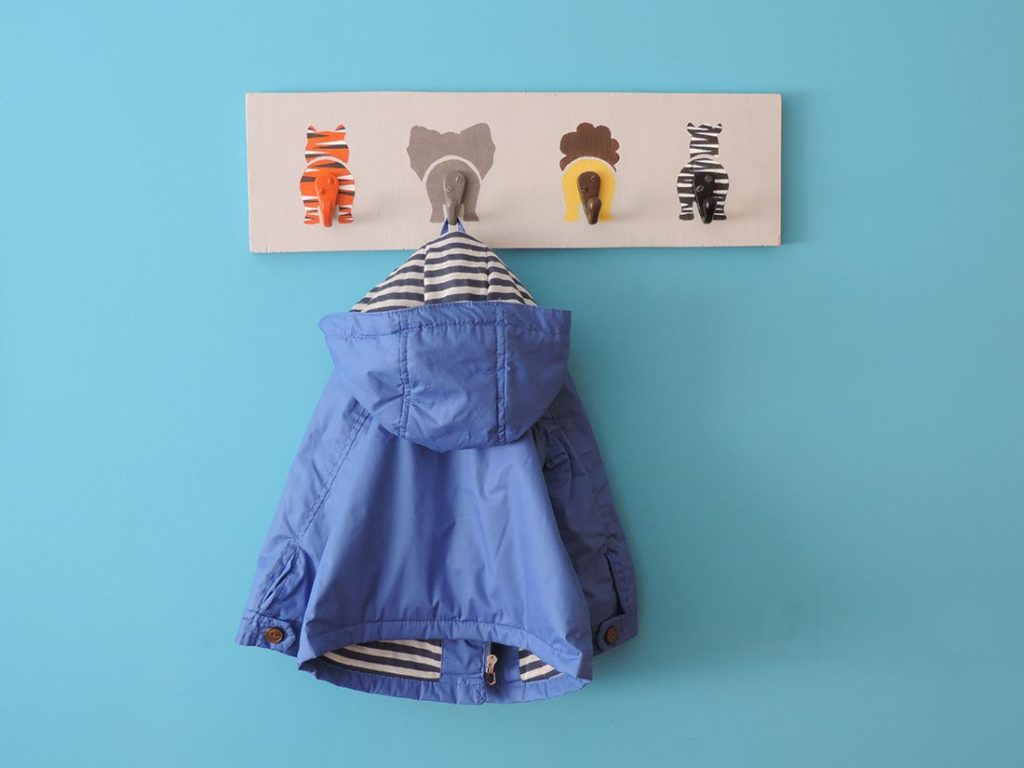 Wall-coat-hanger-for-kids