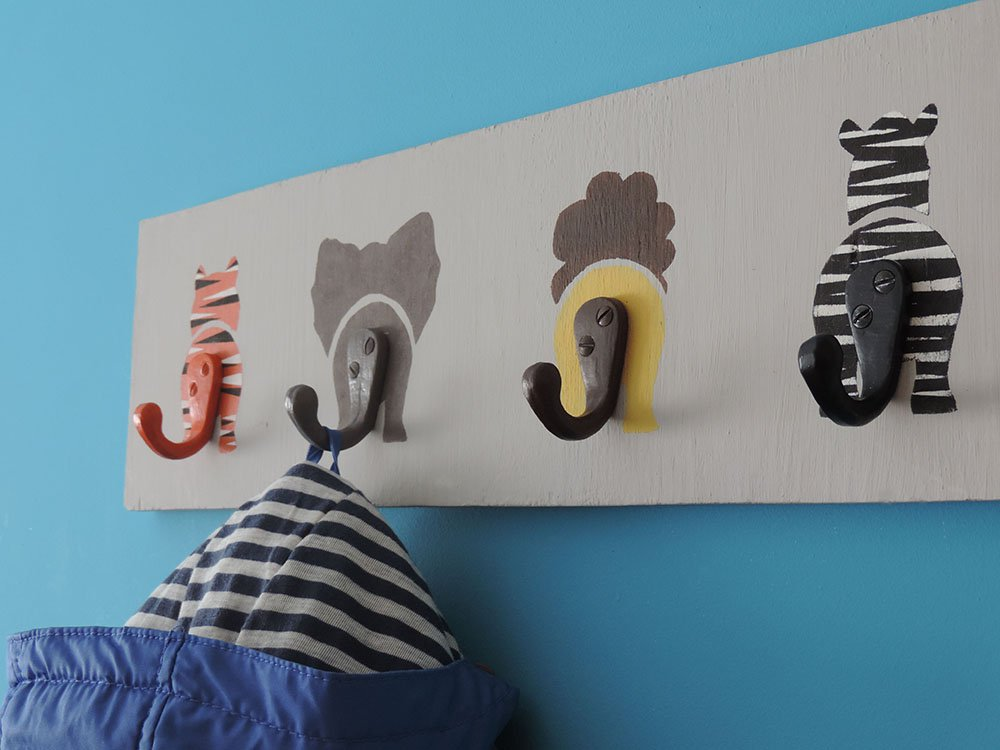 Wall-coat-hanger-for-kids2