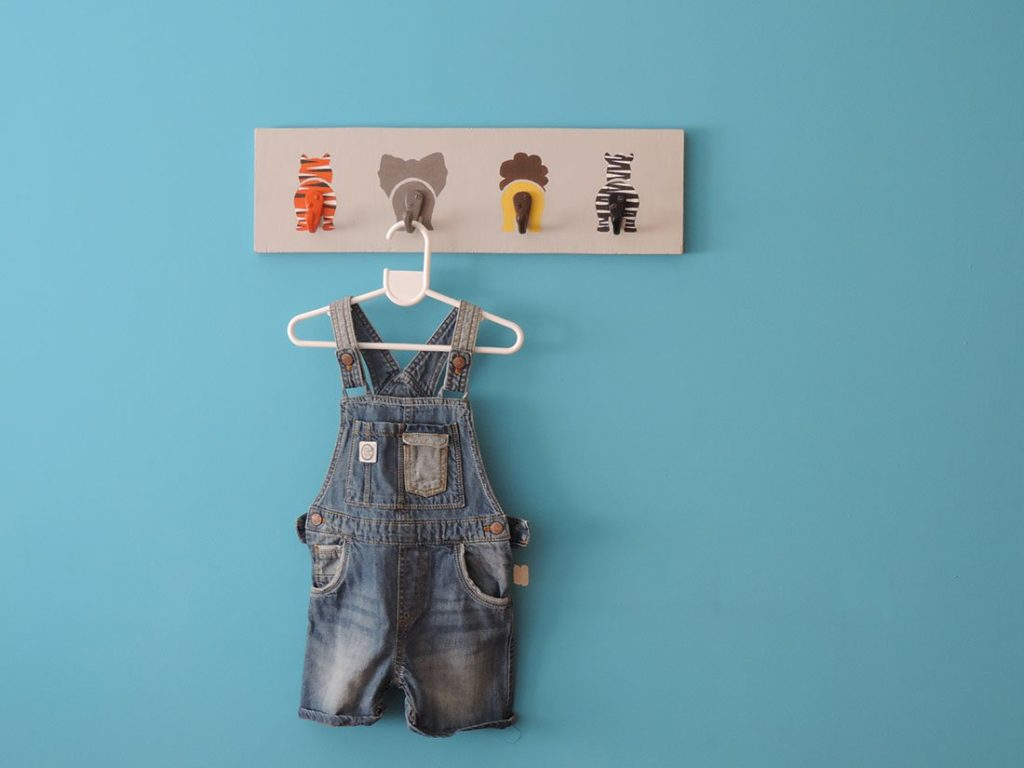 Wall-coat-hanger-for-kids3