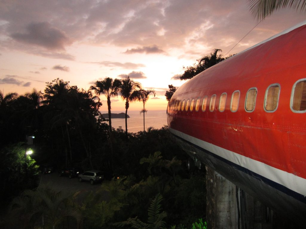 airplanes-transformed-into-hotels-hotelcostaverde2