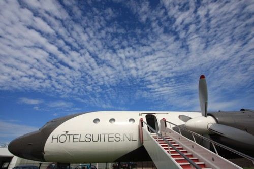 airplanes-transformed-into-hotels-hotelsuite