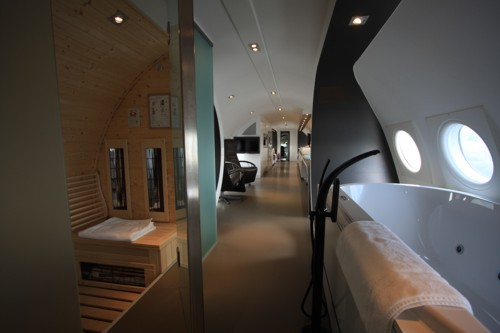 airplanes-transformed-into-hotels-hotelsuite3