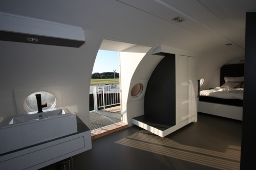 airplanes-transformed-into-hotels-hotelsuite5
