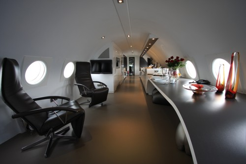 airplanes-transformed-into-hotels-hotelsuite6