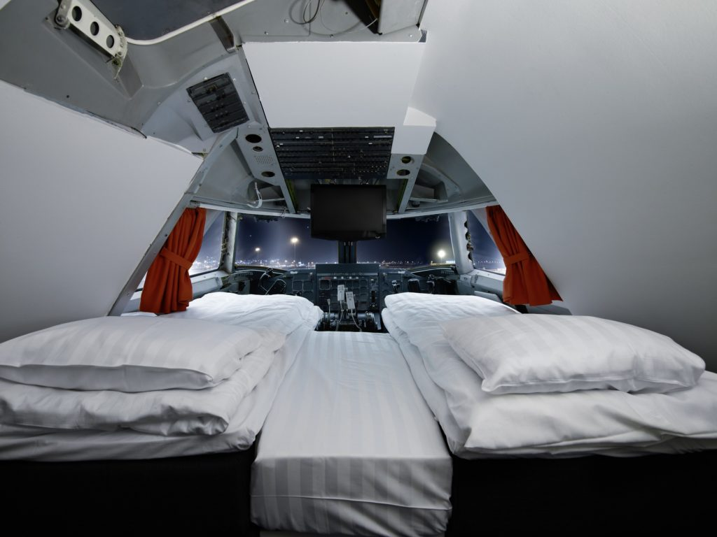 airplanes-transformed-into-hotels-jumbohostel2