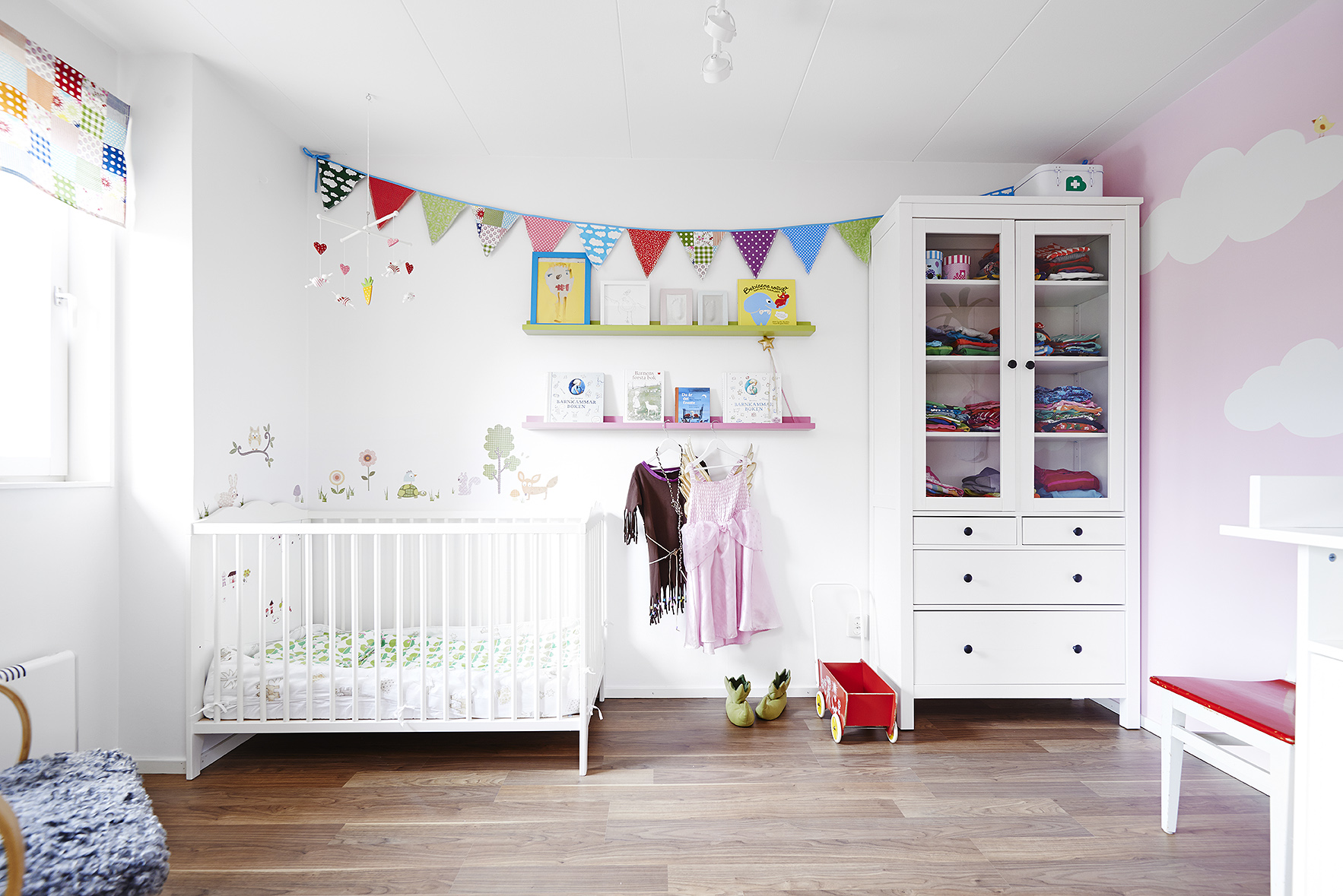 Kids bedrooms decorated with scandinavian style becoration - Dormitorio infantil pequeno ...