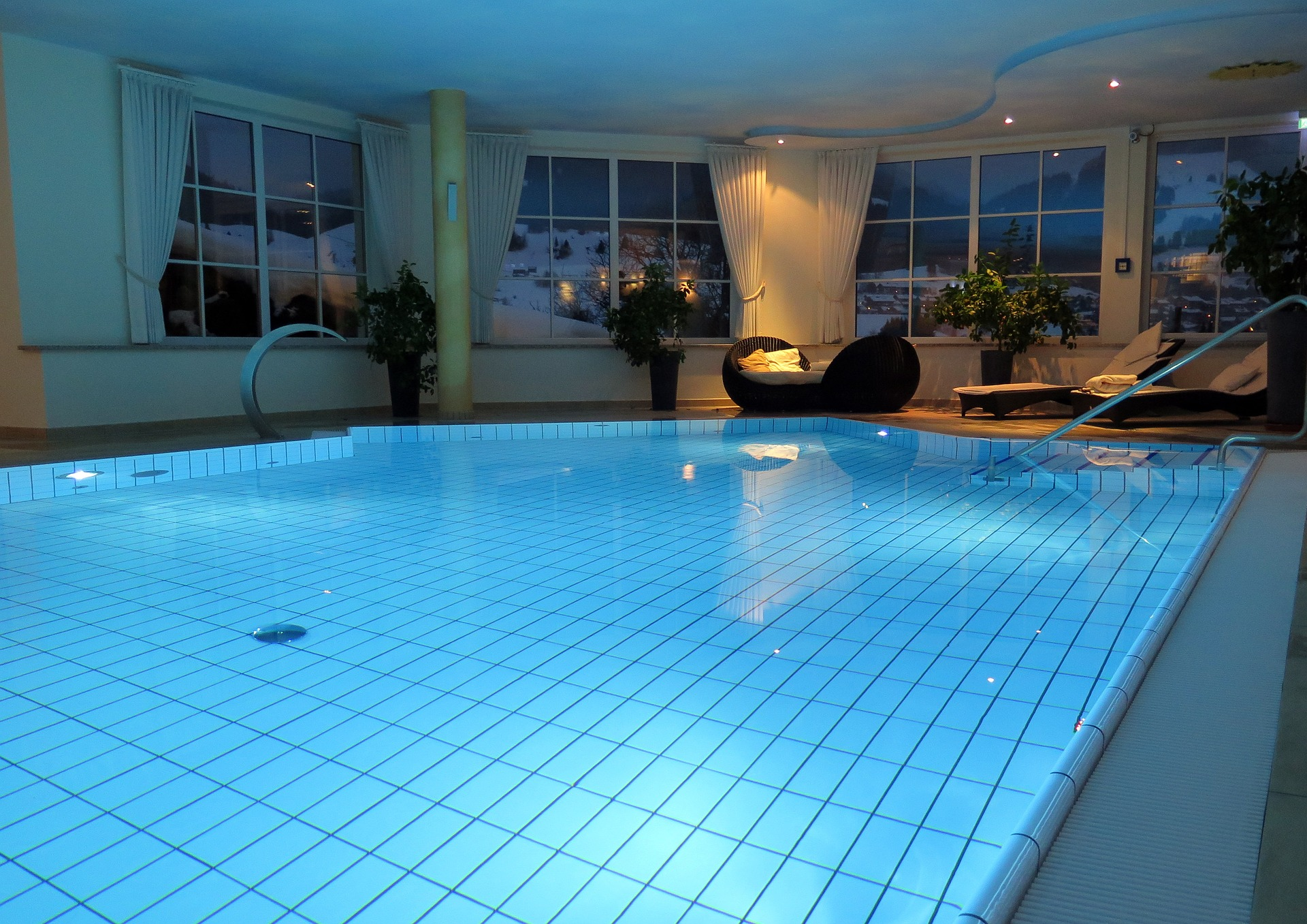 Choose The Perfect Swimming Pool For Your Home Becoration